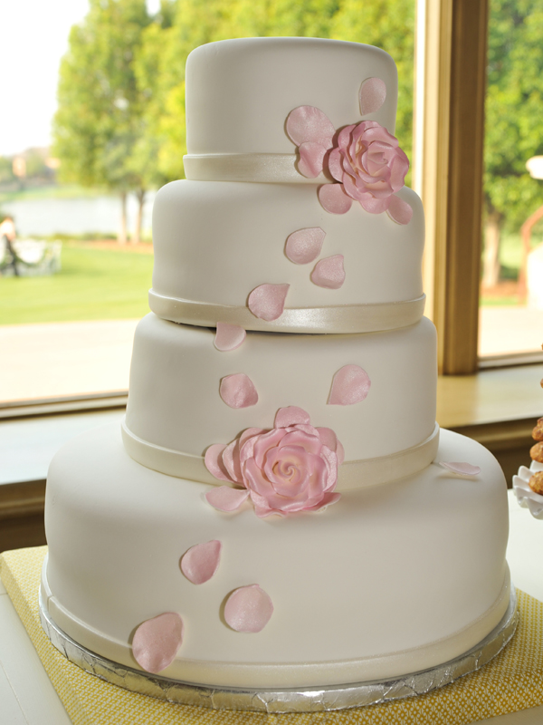How to Pick out the Perfect Wedding Cake