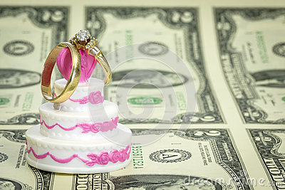 Do NOT Try These Cheapskate Savings Tips For Wedding Cakes. The Savings Are TOO MUCH To Handle!