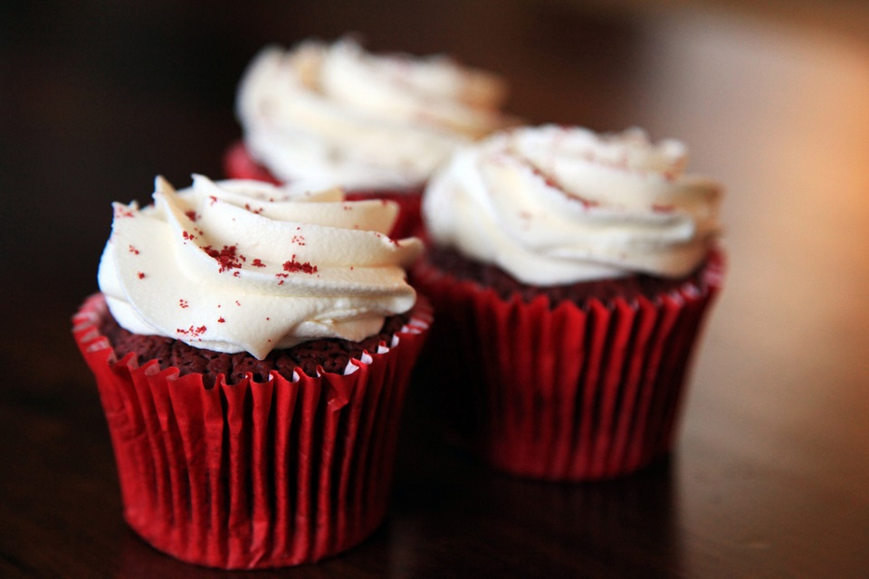 Your Perfect Valentine Cake or Cupcakes in Four Easy Recipes