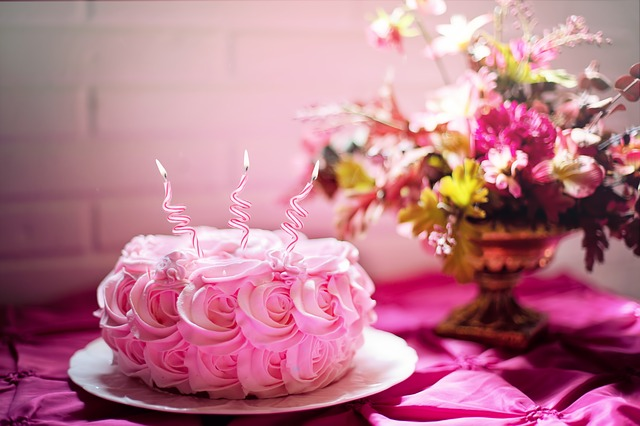 A Mothers Day cake with pink roses.