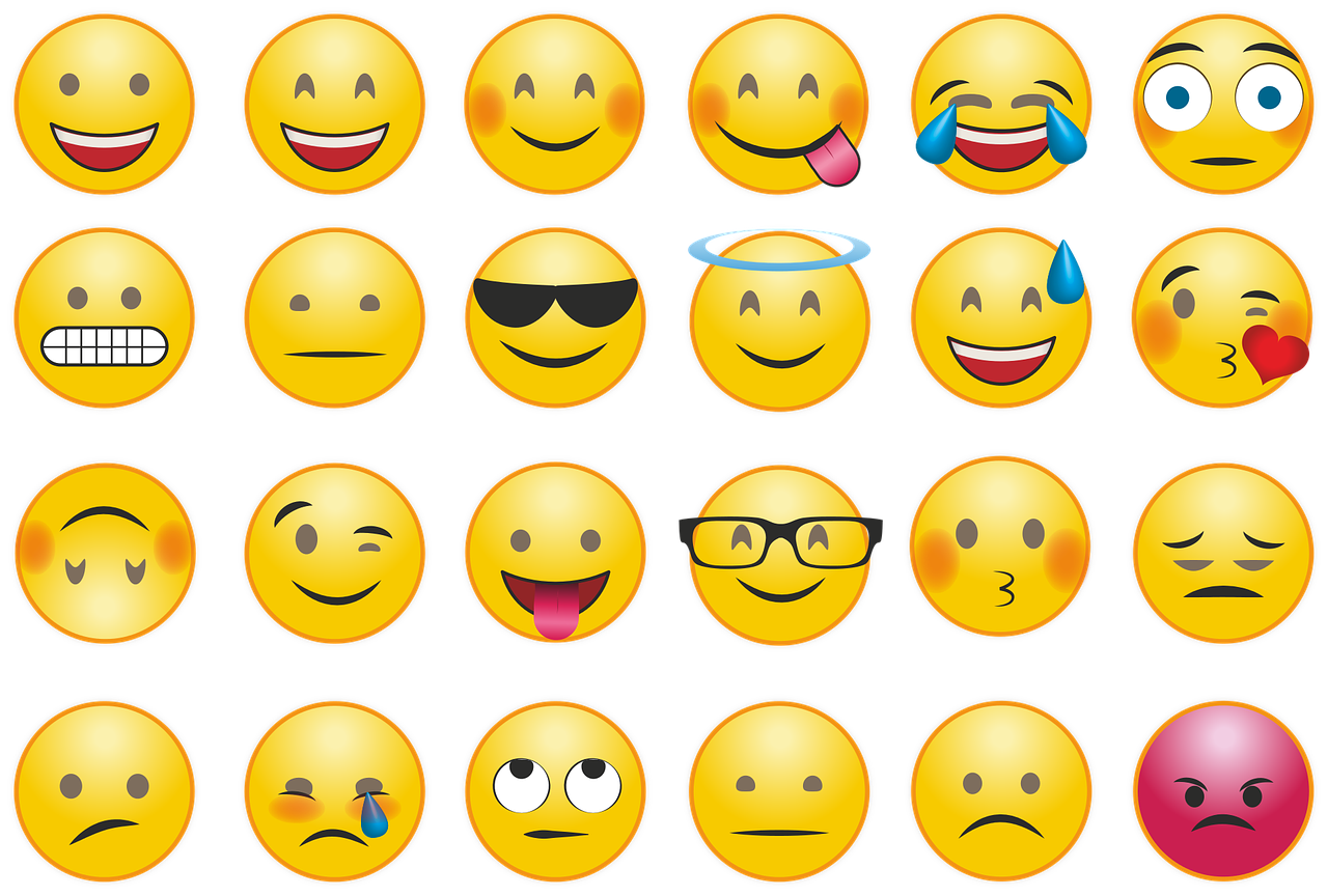 example of faces for emoji cake